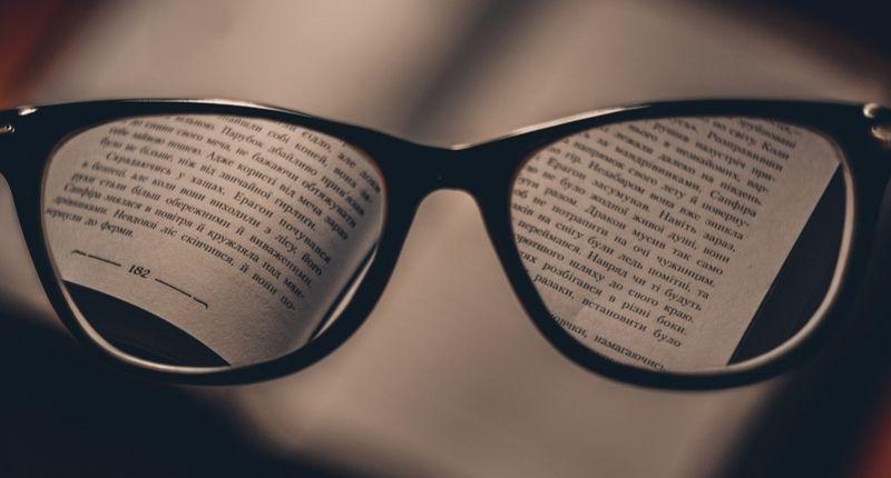 До каква сума работодателят осигурява очила за рбаота с компютър