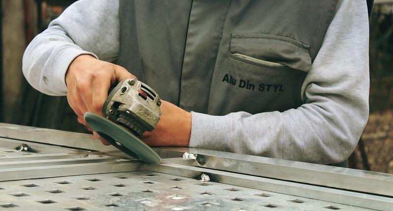 Безопасна работа с ръчни инструменти